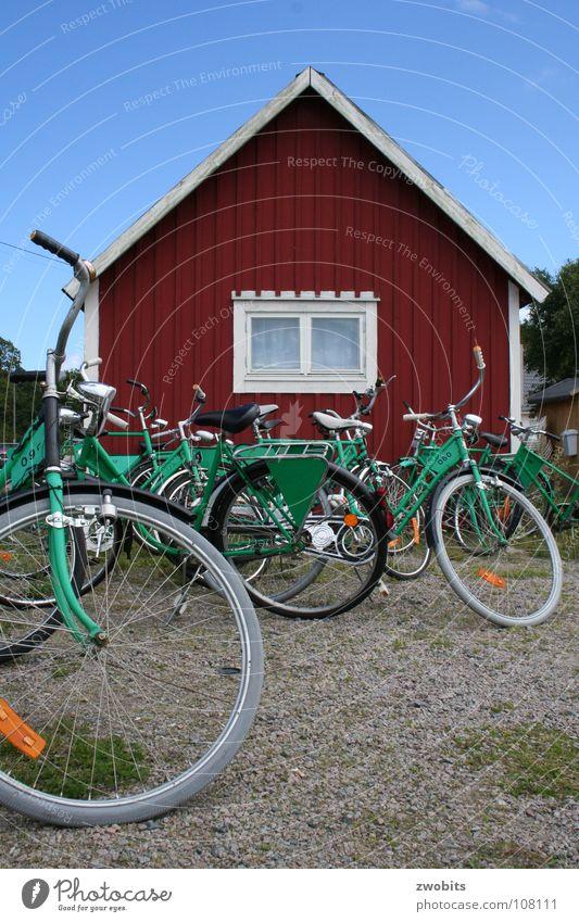 Hej cyklar! Himmel blau grün rot Haus Spielen Fahrrad Freizeit & Hobby warten Verkehr Schweden Holzhaus Fahrradverleih