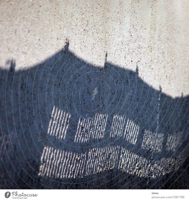 auf Arbeit | bauzaun., hommage .) Einsamkeit Ferne Leben Traurigkeit Wege & Pfade Design Perspektive Wandel & Veränderung Schutz Sicherheit Asphalt