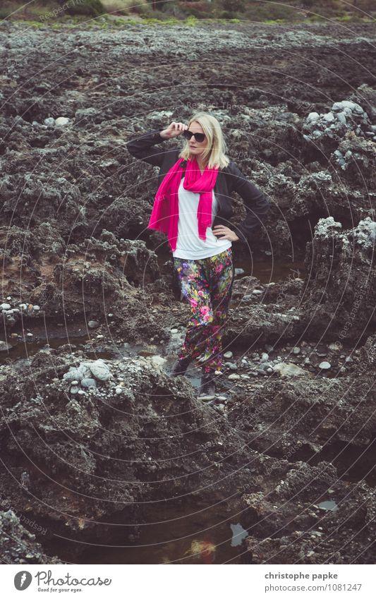 Tanz auf dem Vulkan Mensch Frau Ferien & Urlaub & Reisen Jugendliche schön Junge Frau 18-30 Jahre Erwachsene Stil elegant blond Körperhaltung Sonnenbrille Schal