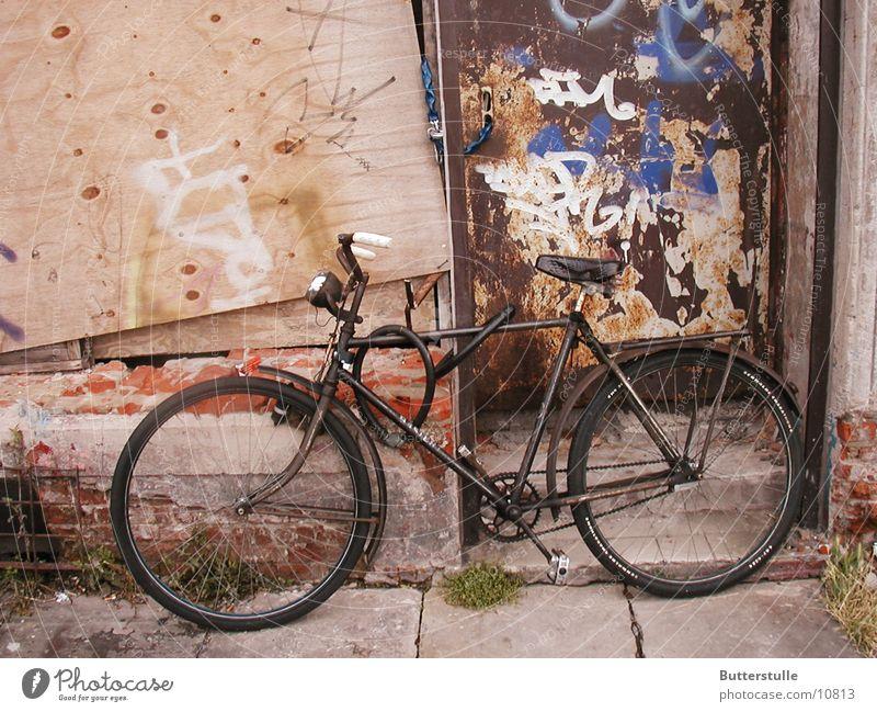 einsames Fahrrad Einsamkeit Mauer Dinge