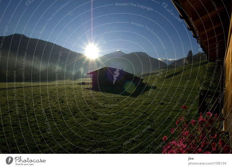 Morgenstimmung II Sonne Blume Haus Wiese Wand Gras Berge u. Gebirge Holz Beleuchtung Nebel Treppe Dach Rauch Scheune Stall Pelargonie