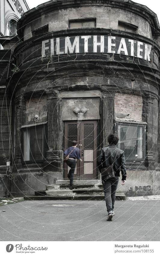 filmtheater alt Haus Gebäude verfallen Filmindustrie Theater Kino Medien