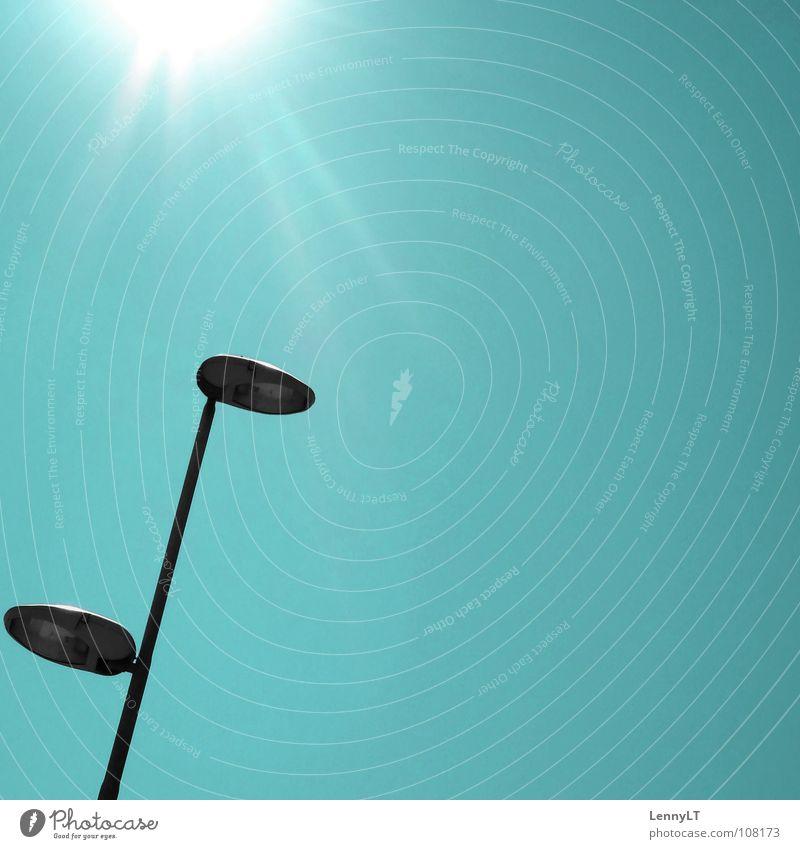 LUCKY # TWENTY Laterne Straßenbeleuchtung türkis blenden sehr wenige Verkehrswege Himmelskörper & Weltall modern Sonne sun turquoise glare minimalism LennyLT