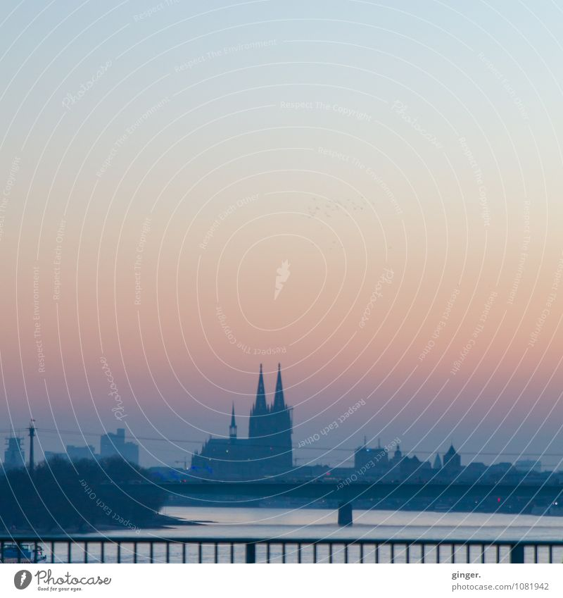 Zo Huss Köln Stadt Stadtzentrum Skyline Haus Kirche Dom Bauwerk Gebäude Sehenswürdigkeit Wahrzeichen Kölner Dom Weltkulturerbe Gefühle Glaube Himmel