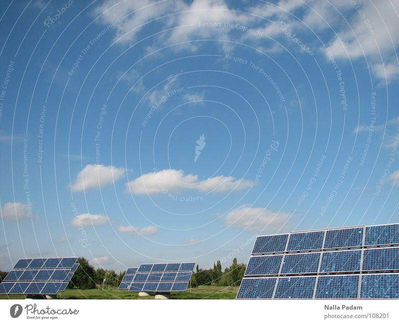 Zunkunftsmusik Heute Himmel blau Wolken Energiewirtschaft frei Technik & Technologie Sonnenenergie Solarzelle Fortschritt Erneuerbare Energie Elektrisches Gerät