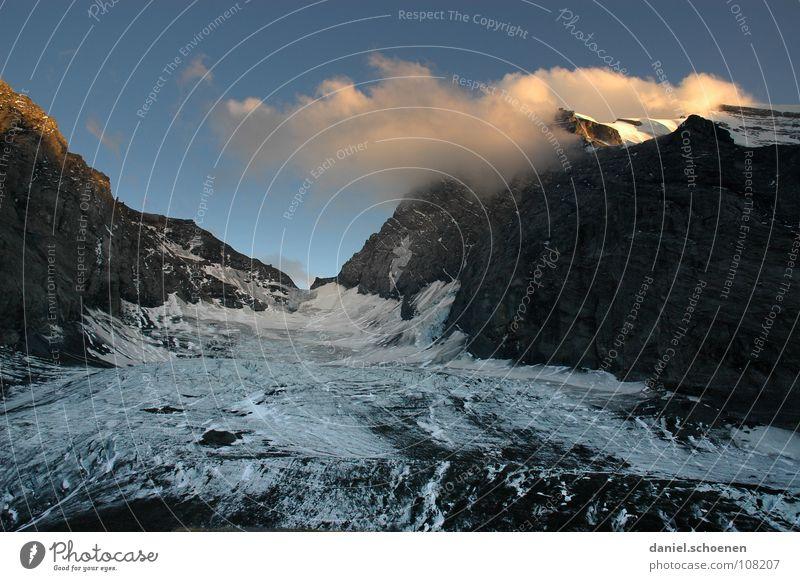 auf`m Gletscher Himmel Wasser weiß Wolken Berge u. Gebirge grau Freizeit & Hobby Eis Wetter gefährlich Klima bedrohlich Alpen Schweiz Abenddämmerung Bergsteigen