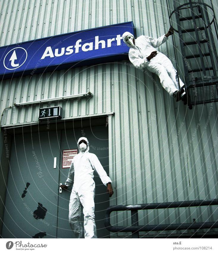 abschlussposing pt.1 Mensch weiß Haus Straße Wand Gebäude Denken Tür geschlossen Schilder & Markierungen Erfolg Platz Aktion Sicherheit Reinigen