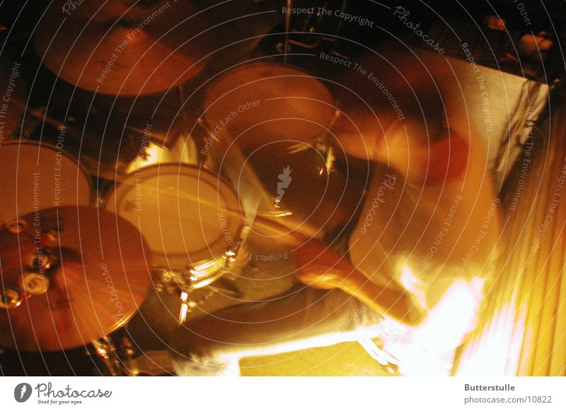 he bangs the drum Musik Club Schlagzeug Rock `n` Roll Proberaum