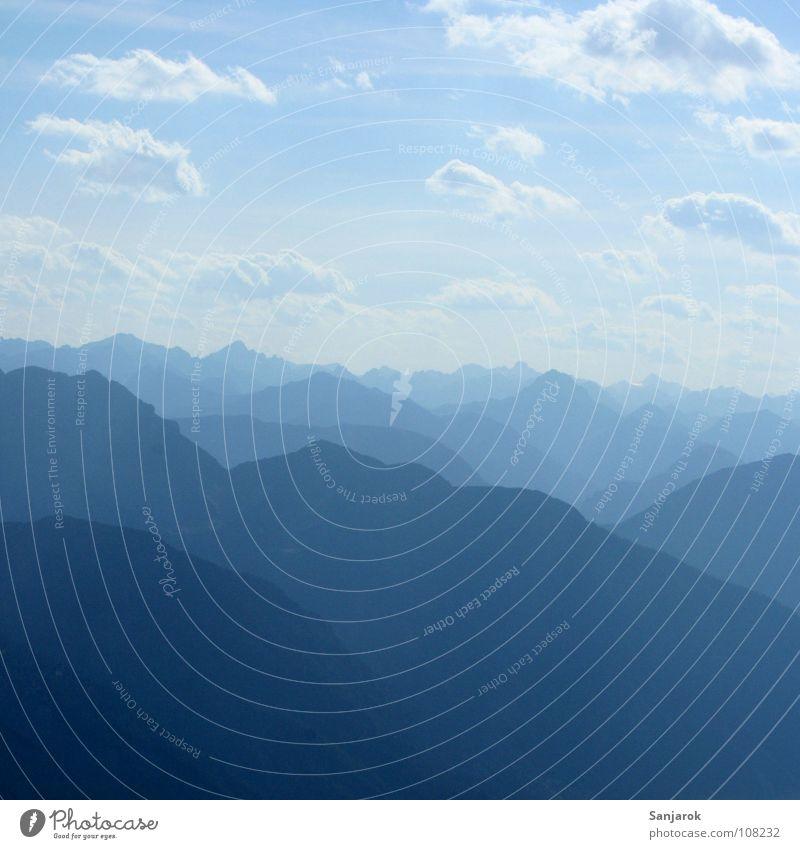 Osttirol Gipfel Tal schwarz poetisch jodeln wandern Wolken Altokumulus floccus Ferne Horizont Berghang Hochgebirge Berge u. Gebirge Zufriedenheit Bergsteigen