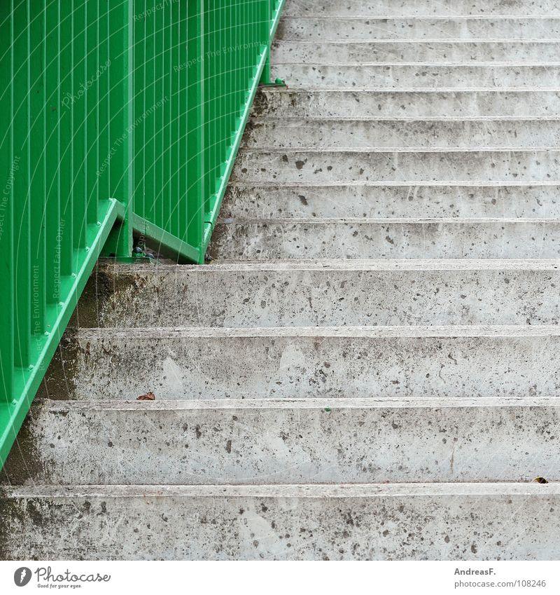 grüne welle kalt grau Linie Beton hoch Treppe Verkehrswege aufwärts Geländer Karriere abwärts aufsteigen