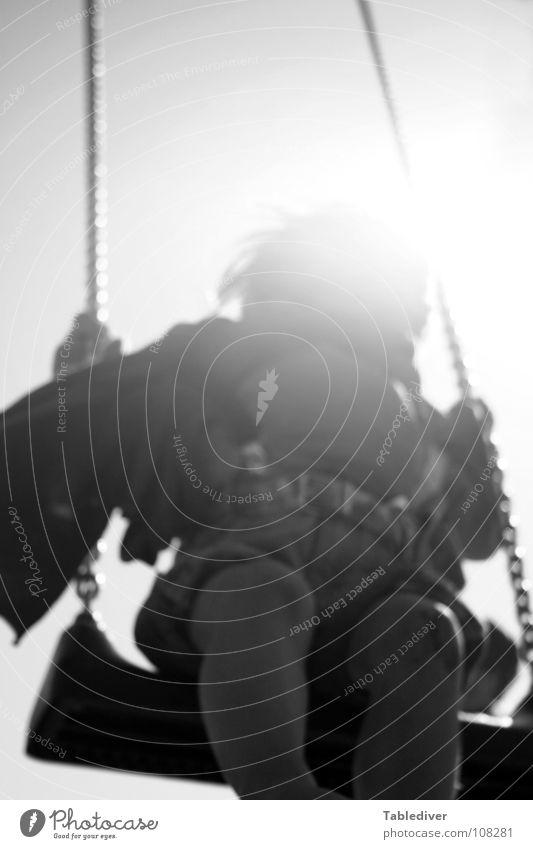 Doller, Papa! Kind Kleinkind Schaukel Spielplatz Hosenträger Gegenlicht Flügel Mit Schal aber ohne Schuhe Sonne