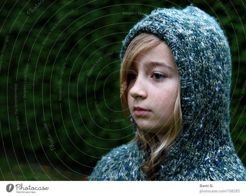 Mädchen Nummer Eins Kind Jugendliche blau grün Mädchen Winter ruhig Gesicht kalt Schnee Wärme Denken blond Seil Bekleidung Frost