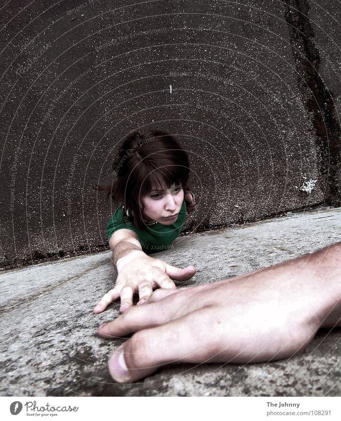 so nah und doch so fern Hand Ferne Wand Angst Trauer Verzweiflung Panik Trennung