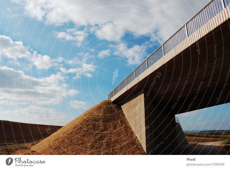 solid ground Natur Himmel Wolken Feld Brücke Ende obskur Fußweg diagonal