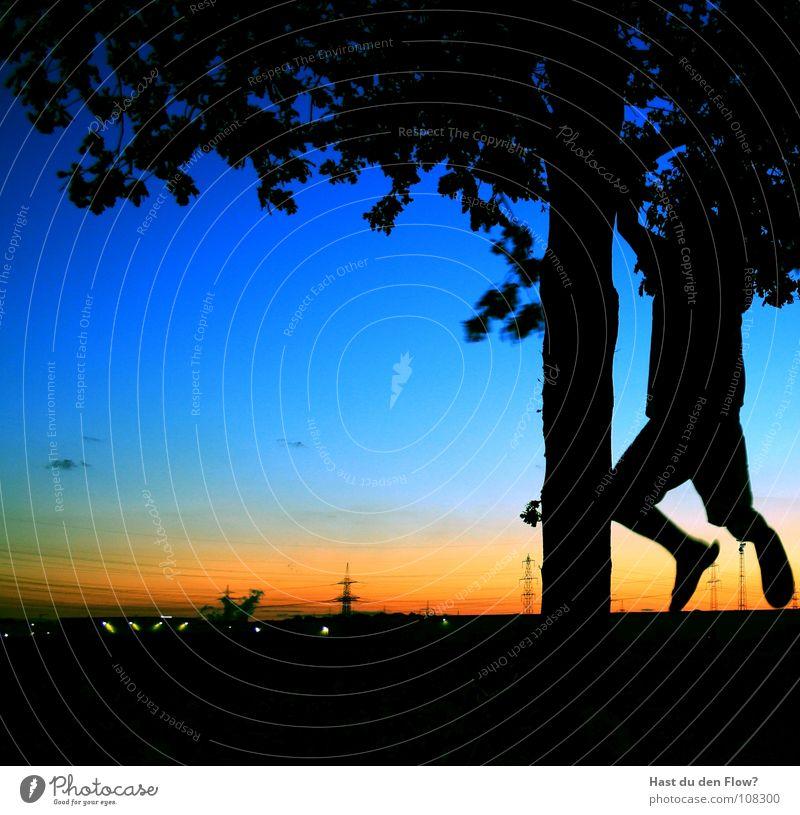 einfach mal ne runde abhängen [2] schwarz Sommer Shorts kurz Hose Baum Flipflops Elektrizität Sonnenuntergang Klimmzug stark Muskulatur Schuhsohle Silhouette