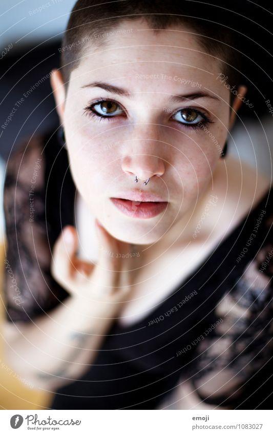 Stil feminin androgyn Junge Frau Jugendliche Gesicht 1 Mensch 18-30 Jahre Erwachsene außergewöhnlich schön einzigartig Farbfoto Innenaufnahme Tag