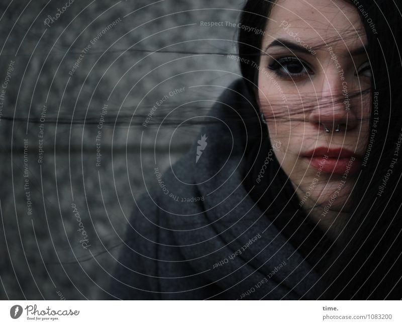 . feminin Junge Frau Jugendliche 1 Mensch Mauer Wand Mantel Piercing schwarzhaarig langhaarig beobachten Denken Blick warten Sicherheit Schutz Verschwiegenheit