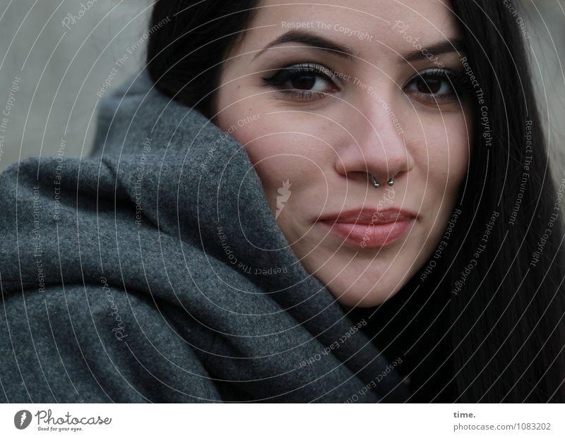 . Mensch Jugendliche schön Junge Frau ruhig Leben feminin Zufriedenheit elegant warten Lächeln Lebensfreude beobachten Gelassenheit Vertrauen Konzentration