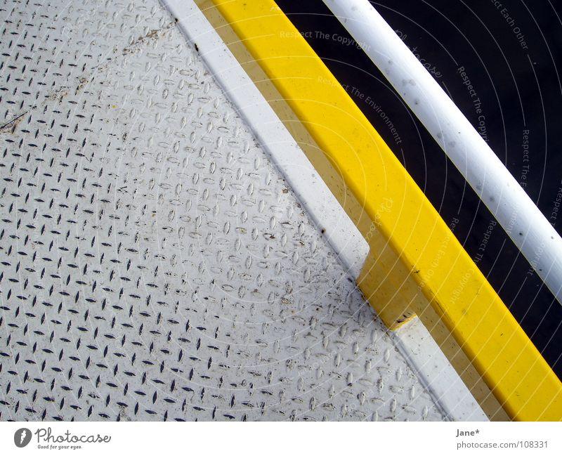 \\ lines \\ weiß grau gelb schwarz diagonal Dresden Steg sehr wenige einfach graphisch schön Detailaufnahme Brücke white grey black Metall tränenblech Elbe