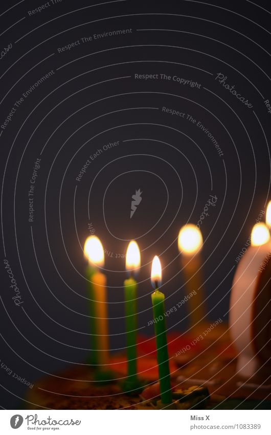 6 Jahre Kind Freude Leben Glück Feste & Feiern Lebensmittel leuchten Dekoration & Verzierung Geburtstag Kindheit Ernährung Lebensfreude süß Kerze lecker Kuchen