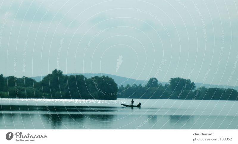 Mittagspause See Spiegel Symmetrie ruhig Oberfläche Spiegelbild schweigen Baum Wald Idylle traumhaft Farbverlauf schön Meditation Fischer Angler Angeln