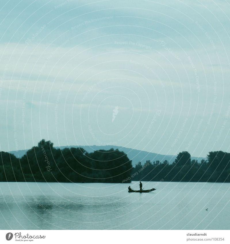 Mittagspause II Natur Wasser schön Himmel Baum blau ruhig Wald Erholung Berge u. Gebirge See Zufriedenheit Wasserfahrzeug Nebel Horizont Pause