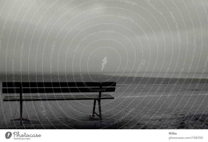 Ruhe am Strand Norddeich ruhig Morgen Nebel Wolken Ebbe Küste Konzentration Bank Morgendämmerung