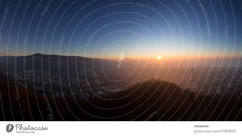 Stadtpanorama Himmel Natur Ferien & Urlaub & Reisen Landschaft Haus Ferne kalt Berge u. Gebirge Gebäude Freiheit Horizont Tourismus Luft Nebel hoch