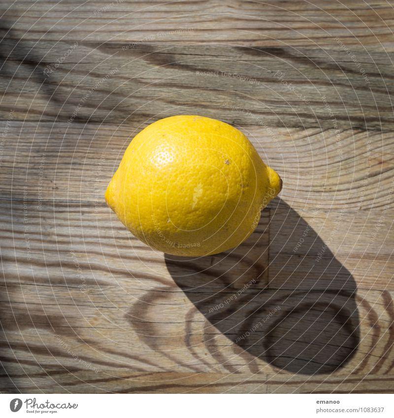 Zitrone Lebensmittel Frucht Ernährung Bioprodukte Vegetarische Ernährung Diät Saft Gesundheit Wellness Duft Tisch Küche Holz glänzend rund sauer braun gelb