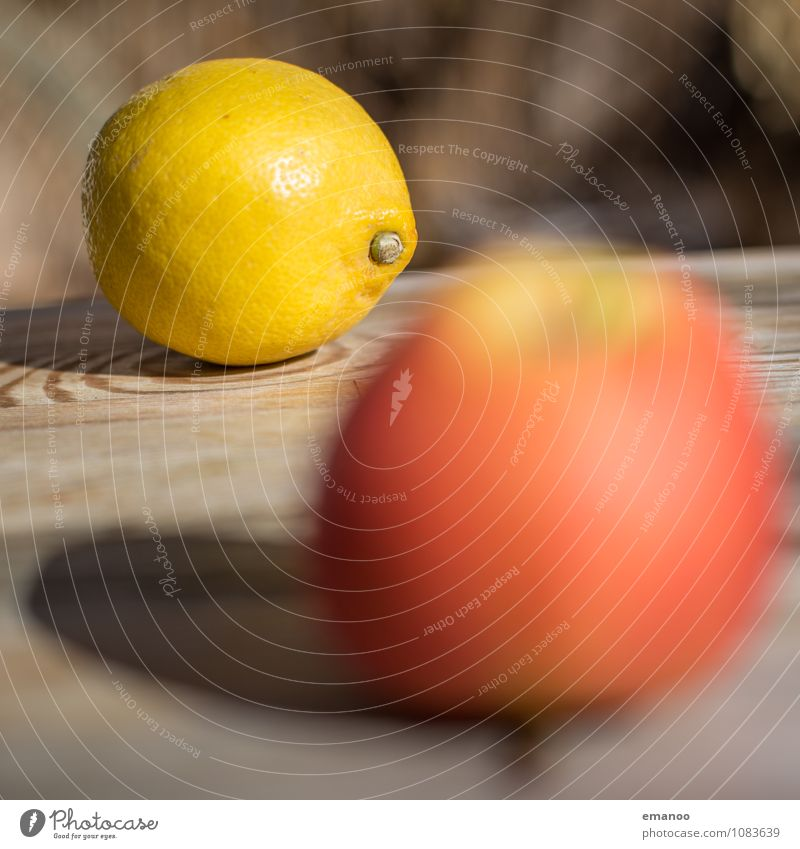 Obsttisch Lebensmittel Frucht Apfel Ernährung Bioprodukte Saft Gesundheit Gesunde Ernährung Möbel Tisch sauer gelb rot Zitrone Zitrusfrüchte