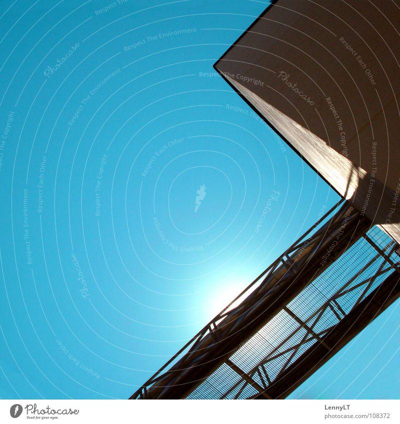 DU MAGST DIESES FOTO. SCHÖN ! Haus Fassade Licht blenden türkis Sommer Sonne Fröhlichkeit Italien Geometrie Detailaufnahme Farbe Ecke Schatten Brücke Übergang