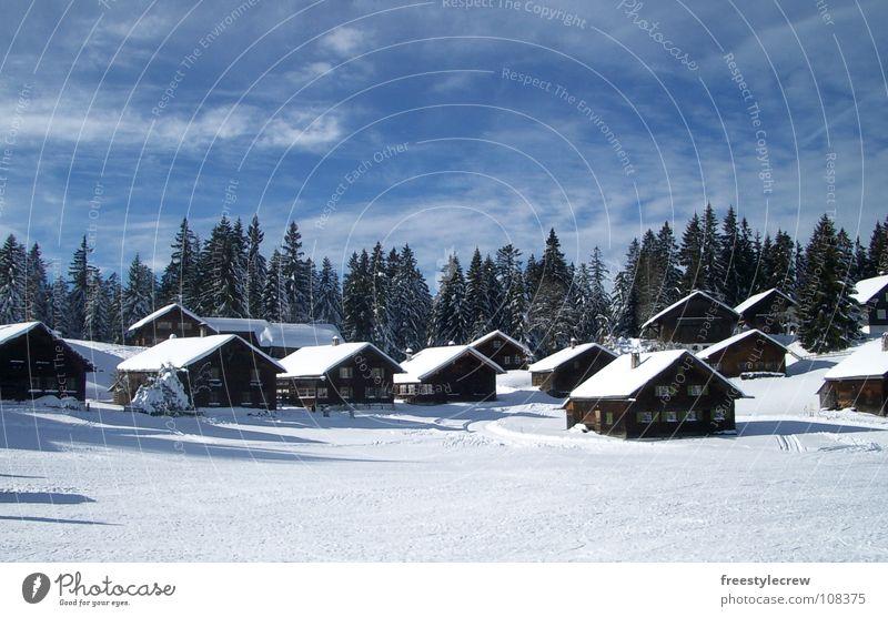 Hüttenzauber Winter Baum Wolken Schnee Landschaft Idylle Himmel