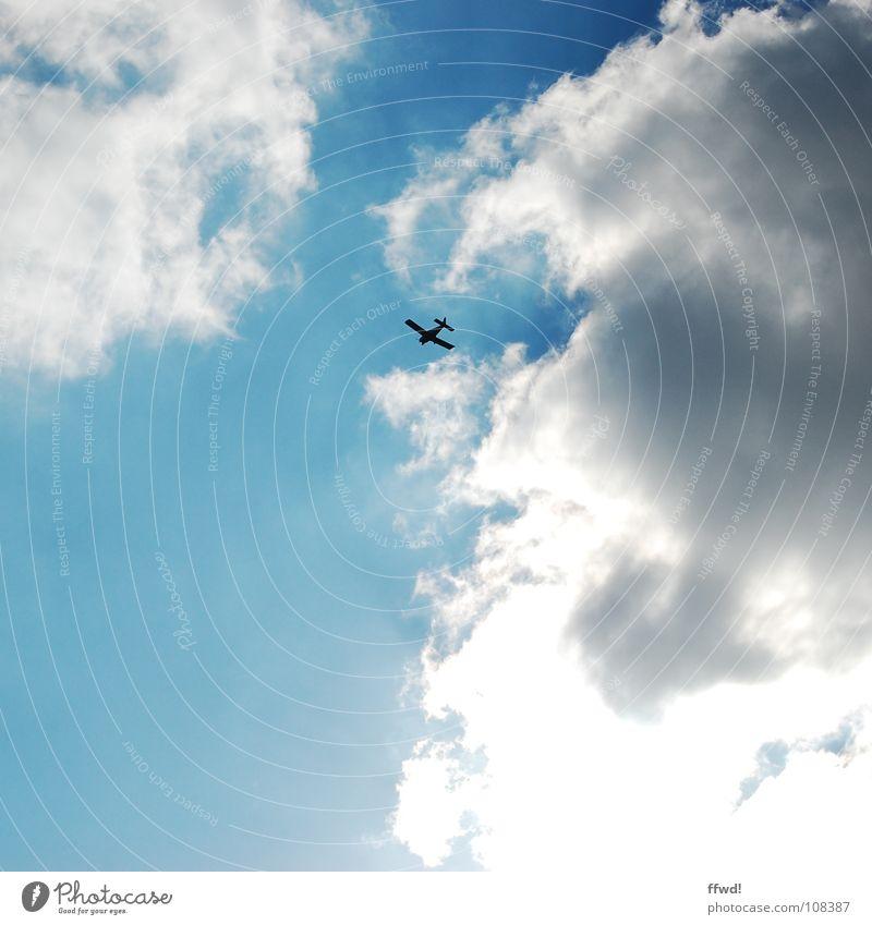 up & away Flugzeug Maschine Fluggerät Wolken Motor Unendlichkeit Luftverkehr Himmel Motorsport blau Freiheit