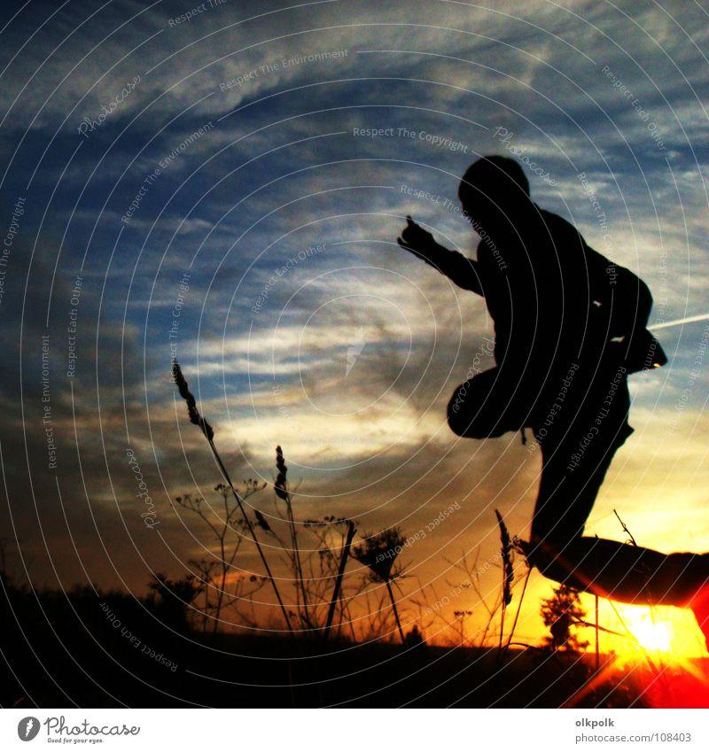 sunrise jump Nacht springen hüpfen Sonnenuntergang Wolken Wiese Blume Feld schwarz Kondensstreifen Herbst Mann Freizeit & Hobby Jahreszeiten Abend Mensch