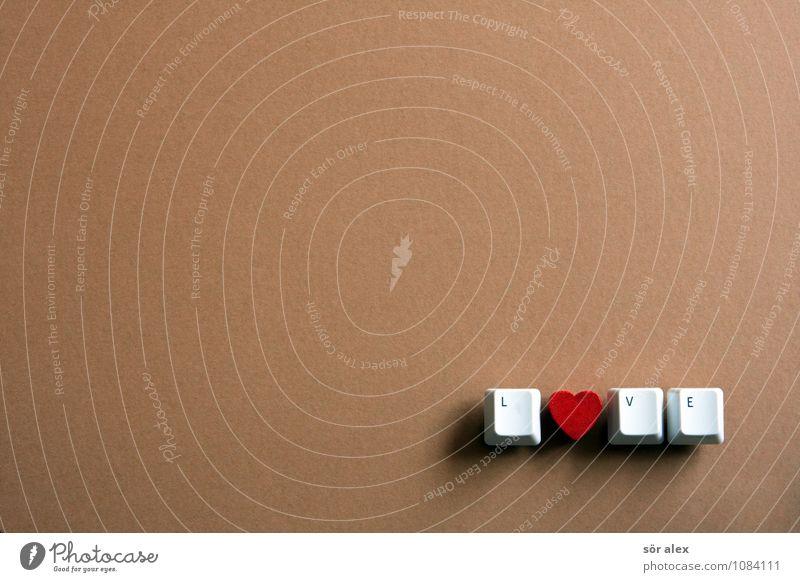 ein Herzchen Taste Tastatur herzförmig Zeichen Schriftzeichen schön braun rot weiß Gefühle Buchstaben Typographie Liebe Wort Farbfoto Innenaufnahme Menschenleer