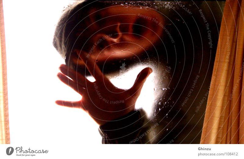 Screaming for help Mann Hand weiß Gesicht schwarz Fenster Regen Angst Wassertropfen nass schreien Jacke Gewitter Vorhang Fensterscheibe Panik