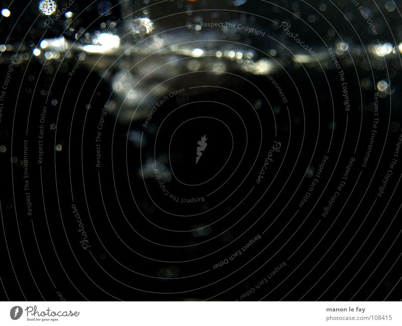 Platsch! Wasser weiß blau ruhig schwarz Regen Luft Kunst Glas nass Wassertropfen Leidenschaft obskur Gemälde Kreativität Surrealismus