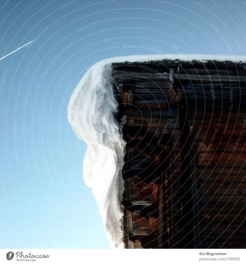 Schnee auf der Hütte Himmel weiß Sonne blau Winter kalt Berge u. Gebirge Eis braun Luftverkehr Dach Schweiz Klarheit Alpen Schönes Wetter