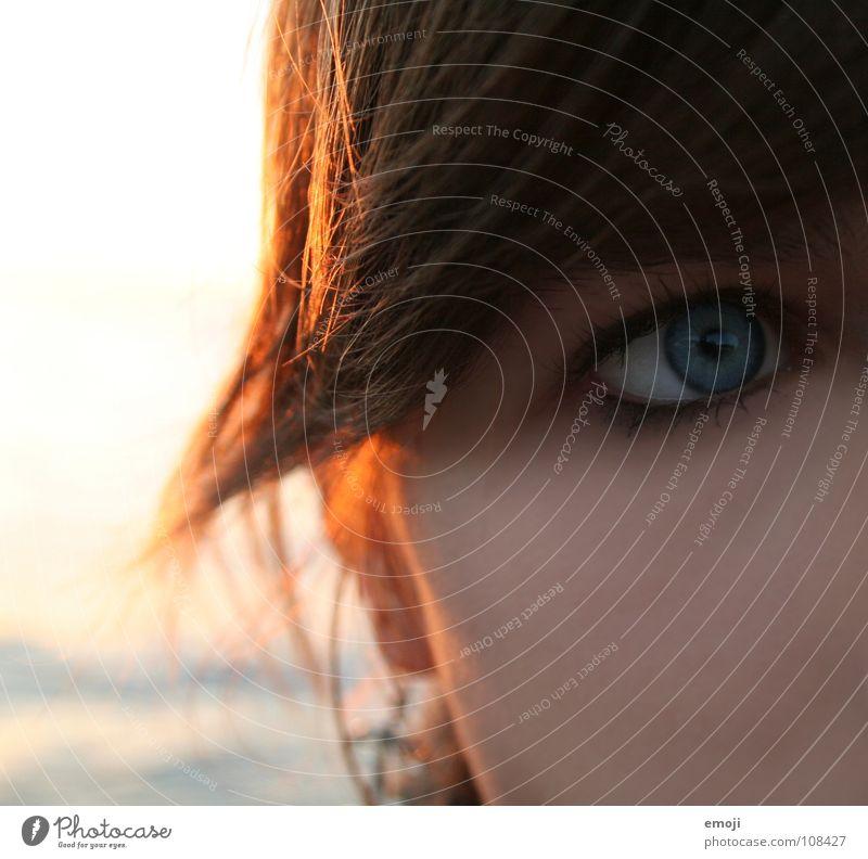 entscheidender Blick _ Frau Jugendliche schön Meer blau Winter Gesicht Auge kalt Haare & Frisuren Wärme Angst Haut Trauer weich Sauberkeit
