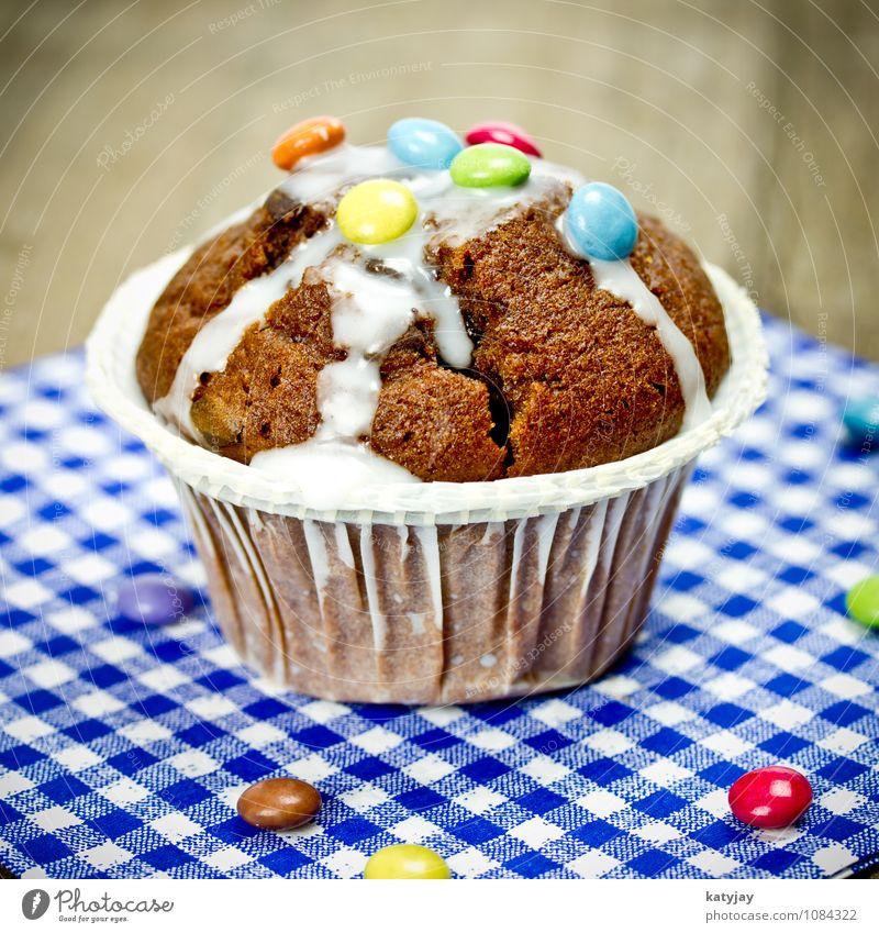 Schokomuffin Muffin Kuchen Backwaren Schokolade Schokolinsen Schokoladenkuchen Bäckerei Cupcake Speise Essen Foodfotografie Ernährung nah Nahaufnahme rührteig