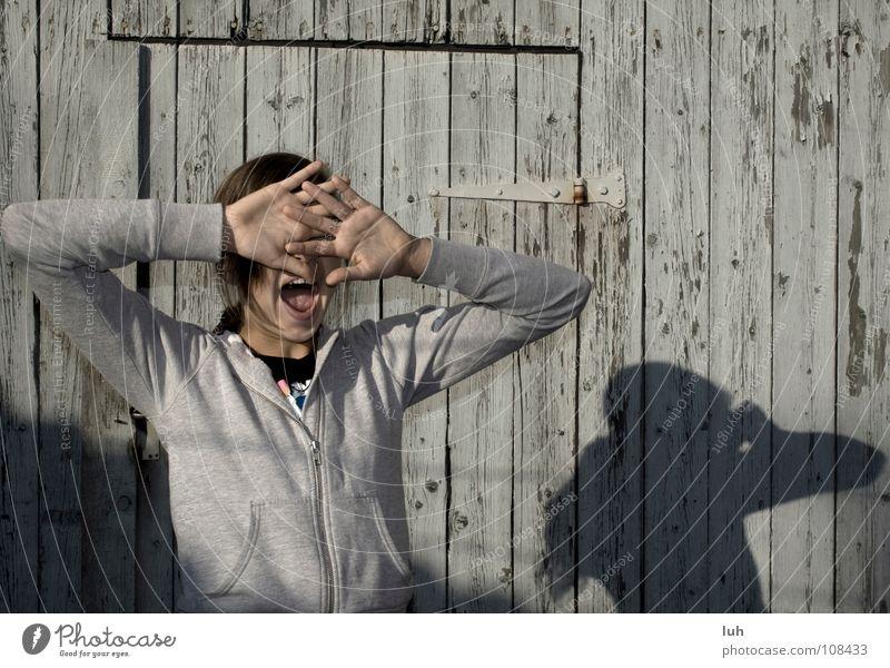 I don't wanna see you! Hand Jugendliche Gesicht grau Mund Fotografie lustig Hintergrundbild verrückt schreien Vergangenheit verstecken laut Gelächter abblättern