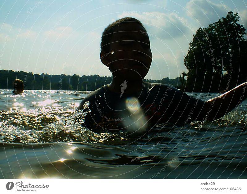 sommer zweinullnullsieben See Wellen Ferien & Urlaub & Reisen schwarz grün Reflexion & Spiegelung Kind Sommer Freude Wasser Schwimmen & Baden blau Haut Sonne