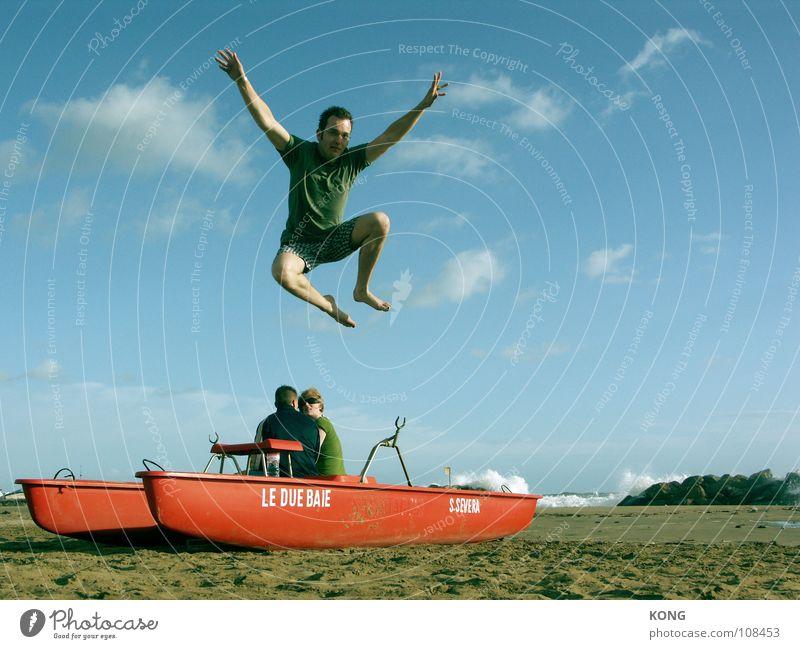 locker flockig abgehangen Himmel blau Ferien & Urlaub & Reisen Meer Sommer Strand Freude oben springen fliegen Energiewirtschaft Flugzeug Geschwindigkeit Luftverkehr T-Shirt Schönes Wetter