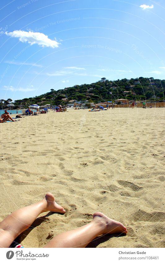 Endlich Urlaub Strand Ferien & Urlaub & Reisen Sonnenbad Strandleben Frankreich Cote d'Azur Leiche Handtuch Meer Sonnenschirm Erholung Küste Frau Himmel