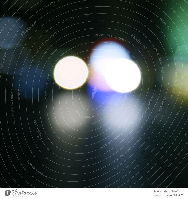 Licht am ende des Tunnels weiß Asphalt schwarz grün dunkel Nacht Leuchtpunkt Lichtfleck Verkehrswege licht am ende des tunnels tunnelende white blau blue