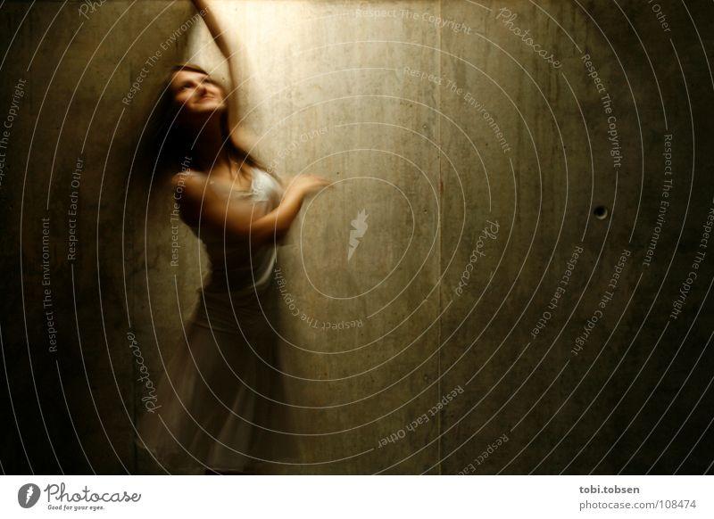 Olé !!! Valencia Freude Licht Bewegungsunschärfe Beton Frau Kleid weiß braun drehen Veranstaltung Musik Ritual Spielen Erotik Tanzen Muvim Glück licht von oben