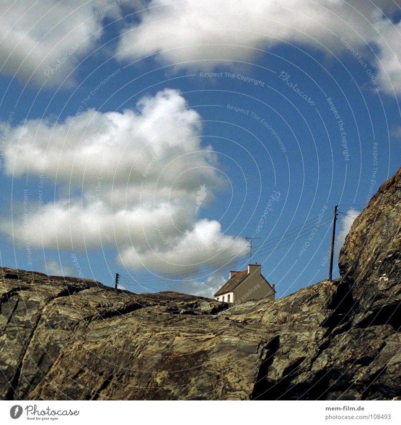 wolkenhaus Haus Wolken Frankreich Bretagne Ferienhaus Ferien & Urlaub & Reisen Küste Klippe Atlantik Häusliches Leben haus am meer mehr Felsen urlaubsdomizil
