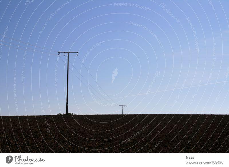 Stromkomposition Verlauf Elektrizität schwarz hell-blau Feld hart Denken Einsamkeit ruhig Außenaufnahme Landschaft Landwirtschaft Herbst Oktober