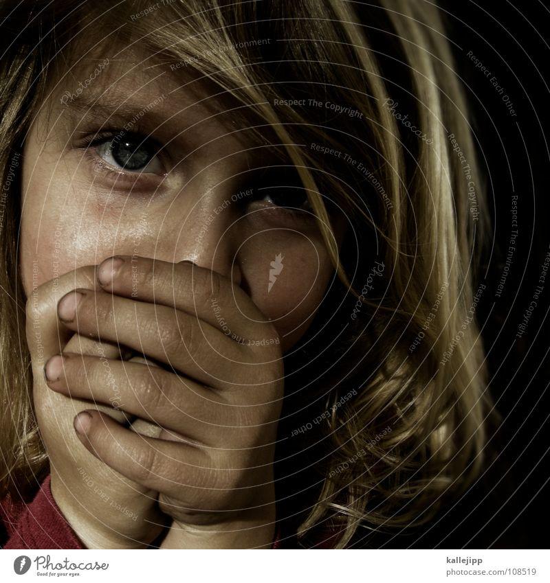 kalte hände Kind Hand Freude Mädchen Gesicht Auge klein Haare & Frisuren Kopf träumen Luft dreckig blond Ernährung Mund