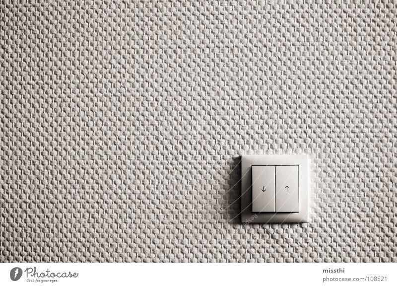 Runter oder rauf Schalter Wand Knöpfe eckig Tapete weiß grau Flur Richtung unten entgegengesetzt Gegenteil 2 drücken aktivieren Licht Lichtschalter Muster